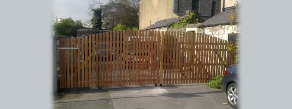 Paled arched top driveway gate empress fencing clitheroe for Best driveway gates
