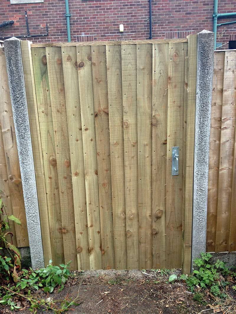 Feather edge flat top gate