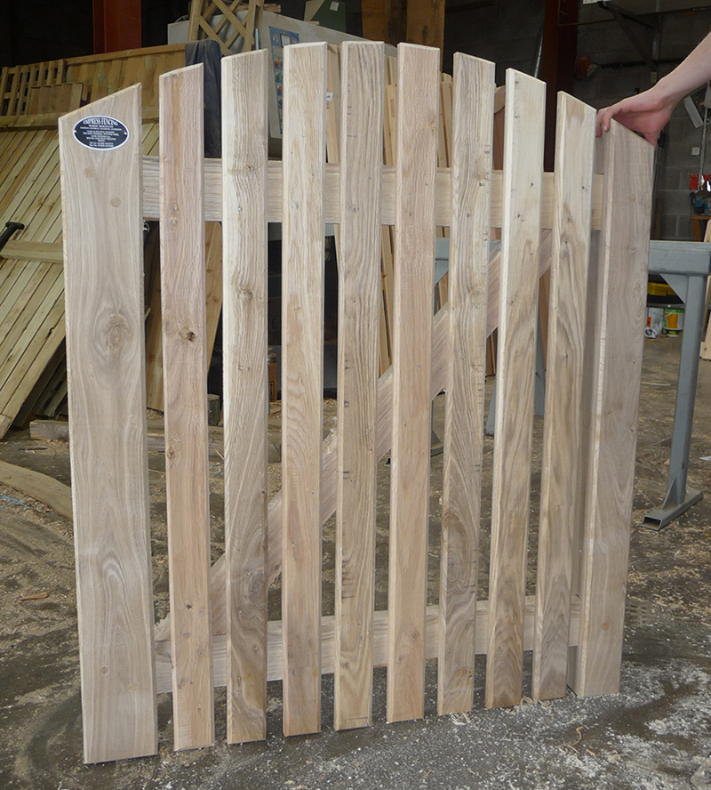 Paled Arched Top Gate