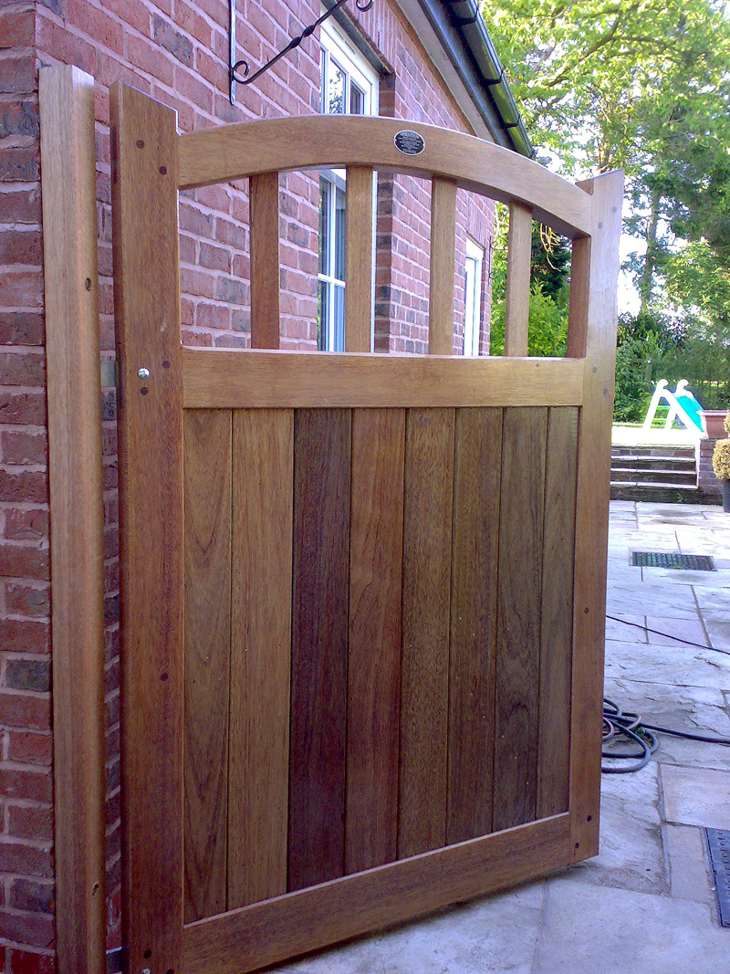 Framed part solid arched top gate