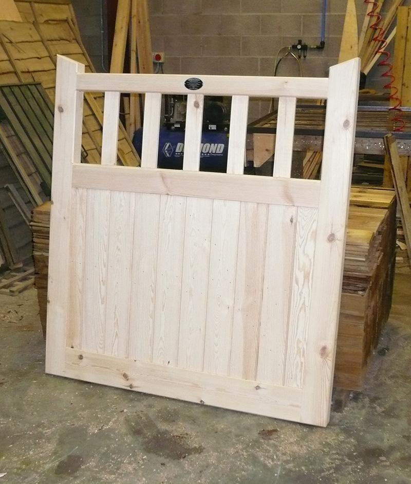 Framed Part Solid Flat Top Gate