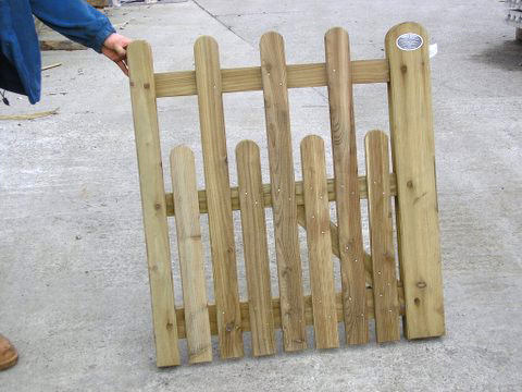 Paled Staggered Top Gate