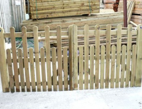 Paled Staggered Top Driveway Gate
